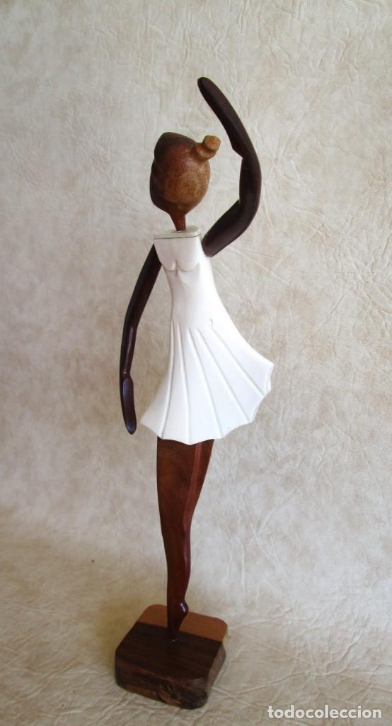Vintage: Antigua talla de madera figura de bailarina cuerpo de cuerno blanco - Foto 2 - 155956078