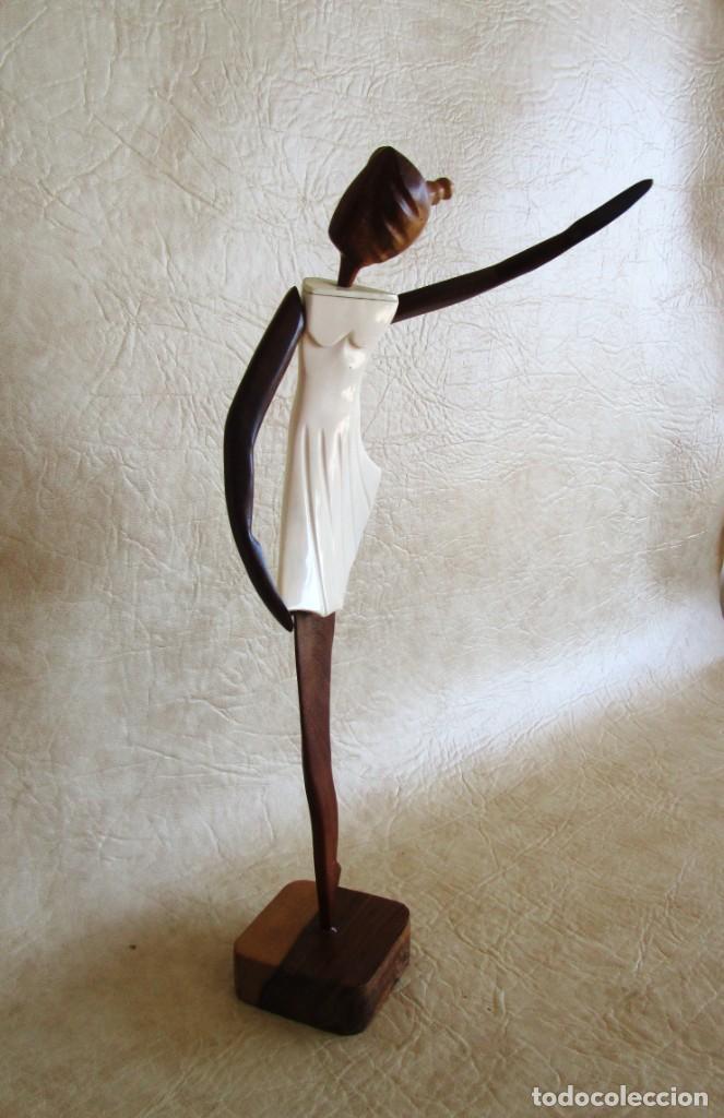 Vintage: Antigua talla de madera figura de bailarina cuerpo de cuerno blanco - Foto 4 - 155956078