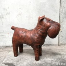 Vintage: HANDCRAFTED LEATHER OTTOMAN DOG MADE BY DIMITRI OMERSA PERRO REPOSAPIÉS. Lote 156005890