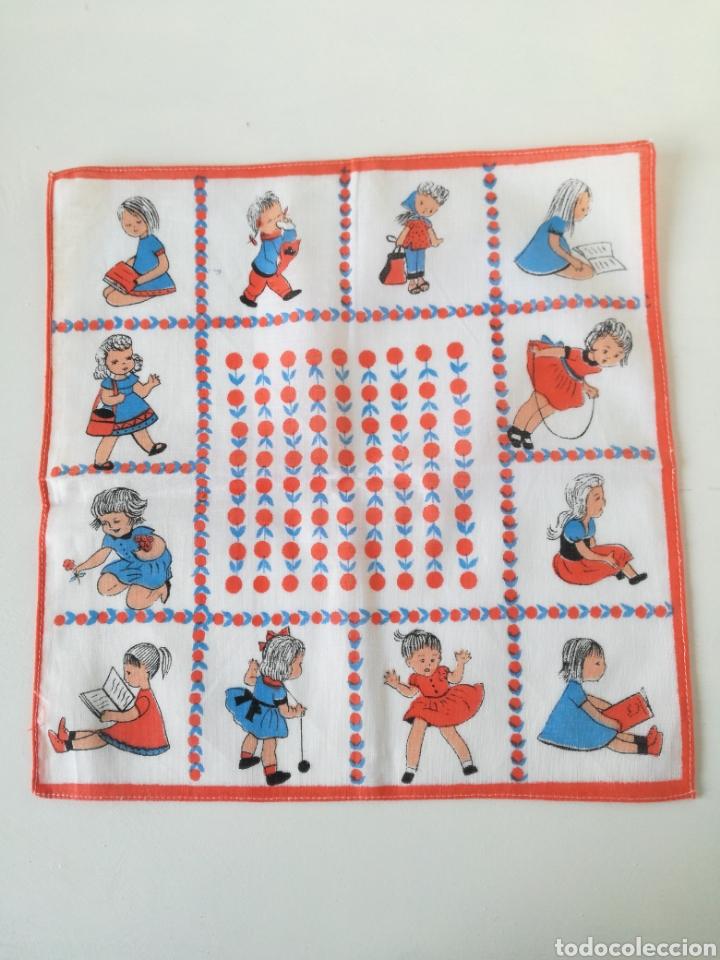Vintage: VINTAGE CAJA DE PIEL CON 10 PAÑUELOS INFANTILES AÑOS 60 // RETRO POP SIXTIES YE-YE - Foto 5 - 157910782