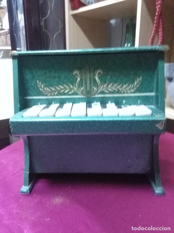 BONITO PIANO DE JUGUETES FABRICADO EN MADERA, FUNCIONANDO MEDIDAS 23X22X13 BUEN ESTADO (Vintage - Varios)