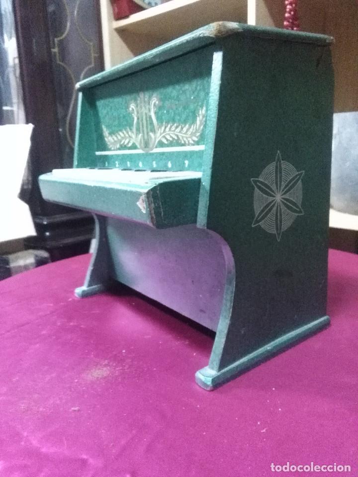 Vintage: BONITO PIANO DE JUGUETES FABRICADO EN MADERA, FUNCIONANDO MEDIDAS 23X22X13 BUEN ESTADO - Foto 2 - 158205050