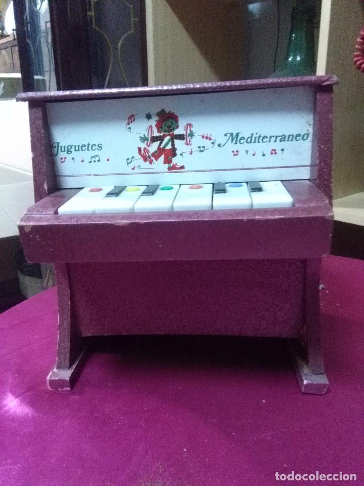 BONITO PIANO DE JUGUETES MEDITERRANEO, FUNCIONANDO MEDIDAS 23X22X13 BUEN ESTADO (Vintage - Varios)