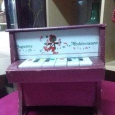Vintage: BONITO PIANO DE JUGUETES MEDITERRANEO, FUNCIONANDO MEDIDAS 23X22X13 BUEN ESTADO. Lote 158205526