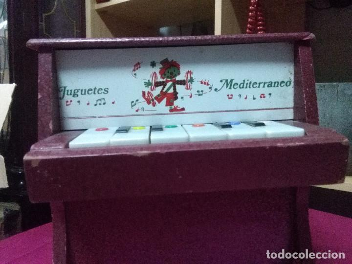 Vintage: BONITO PIANO DE JUGUETES MEDITERRANEO, FUNCIONANDO MEDIDAS 23X22X13 BUEN ESTADO - Foto 3 - 158205526