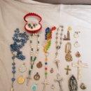 Vintage: LOTE RELIGIOSO , ROSARIOS ,MEDALLAS ,CRUCIFIJOS. Lote 160360646