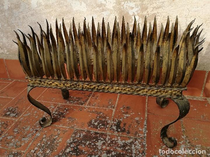 Vintage: MACETERO JARDINERA HIERRO DORADO ESTILO SOL...HOJAS...AÑOS 60 CON MACETA TERRACOTA DECORADA REF-1AC - Foto 12 - 160406846