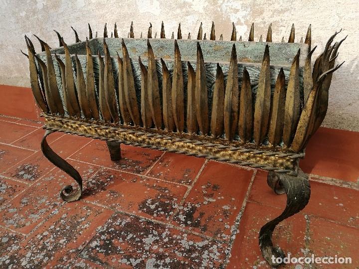 Vintage: MACETERO JARDINERA HIERRO DORADO ESTILO SOL...HOJAS...AÑOS 60 CON MACETA TERRACOTA DECORADA REF-1AC - Foto 19 - 160406846