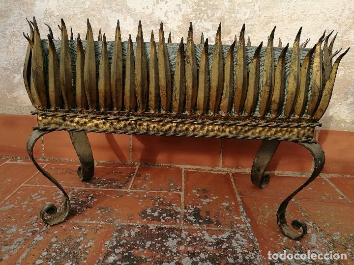 Vintage: MACETERO JARDINERA HIERRO DORADO ESTILO SOL...HOJAS...AÑOS 60 CON MACETA TERRACOTA DECORADA REF-1AC - Foto 22 - 160406846