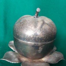 Vintage: CAJA BOMBONERA EN FOORMA DE MANZANA METAL. Lote 164234416