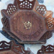 Vintage: CONJUNTO DE TRES BANDEJAS EN MADERA DE TECA TALLADAS PARA TE CON MARQUETERIA HUESO. Lote 37421596