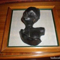 Vintage: BUSTO MUJER AFRICANA EN RELIEVE DE BARRO ENMARCADO MEDIDA 16,5 X 16,5 CM. FIGURA 12 X 7 CM. . Lote 166694302