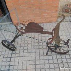 Vintage: MESA CON FORMA DE BICICLETA ANTIGUA (NO INCLUYE EL CRISTAL). Lote 167542568