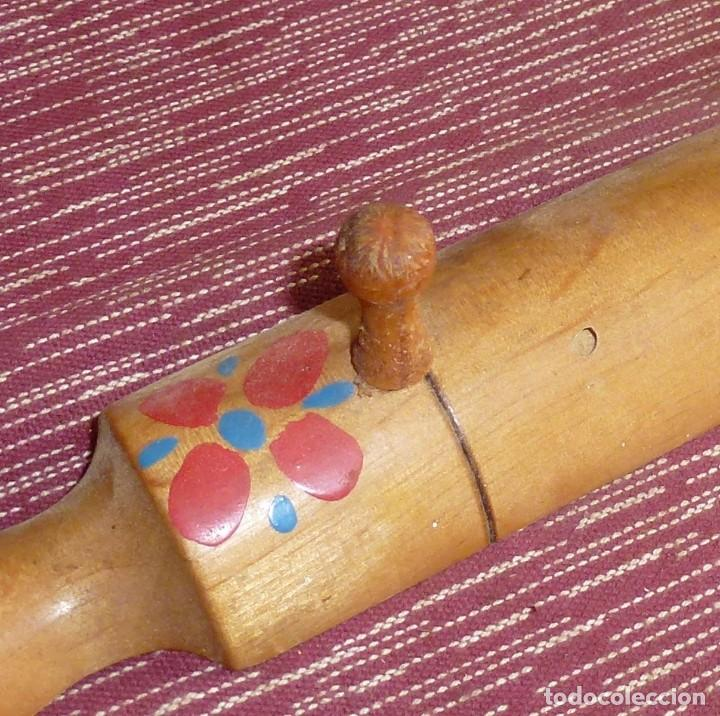 Vintage: Pequeña percha de madera y decorada. - Foto 2 - 180430653