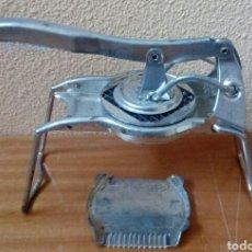 Vintage: ANTIGUO CORTADOR DE PATATAS. Lote 169536602