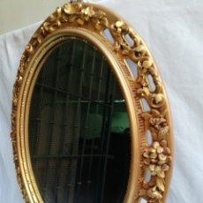 Vintage: ESPEJO OVALADO CON MARCO DE RESINA. TALLADO Y CALADO.. Lote 170892800