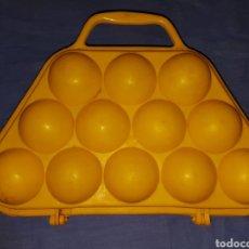 Vintage: ANTIGUA HUEVERA PLASTICO DURO VINTAGE. Lote 171732654