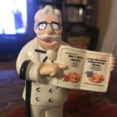 Vintage: FIGURA KFC CORONEL SANDERS. CON MENÚ POLLO. Lote 174658577