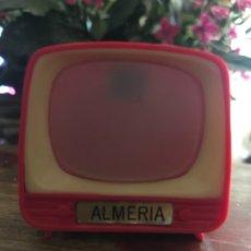 Vintage: TELEVISIÓN CON FOTOS DE ALMERÍA. ANTIGUO SOUVENIR 4,3X5 CMS. Lote 175219169