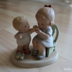 Vintage: FIGURA MEMORIES OF YESTERDAY KISS THE PLACE AND MAKE IT WELL 1989 MABEL LUCIE ATTWELL. Lote 175994129