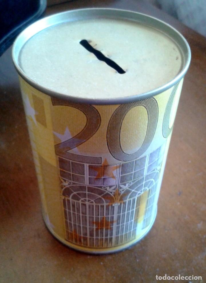 HUCHA DE LATA CON IMAGEN DE BILLETE DE 200 EUROS. (Vintage - Varios)