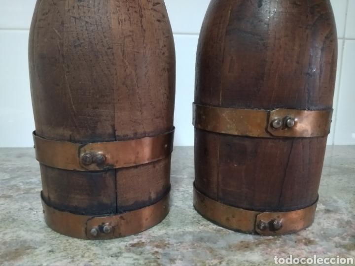 Vintage: 2 botellas decorativas de madera siglo XX - Foto 2 - 178353157