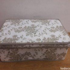 Vintage: CAJA DE LONA DECORADA. Lote 180041930