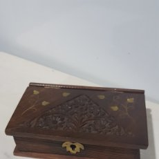 Vintage: CAJA DE MADERA TALLADA EN FORMA DE LIBRO SIN LLAVE. Lote 180427476