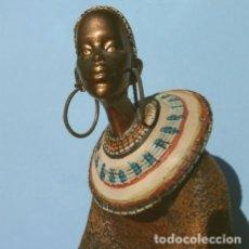 Vintage: FIGURA MUJER NEGRA AFRICANA 25 CM - CERÁMICA O RESINA. Lote 180472991