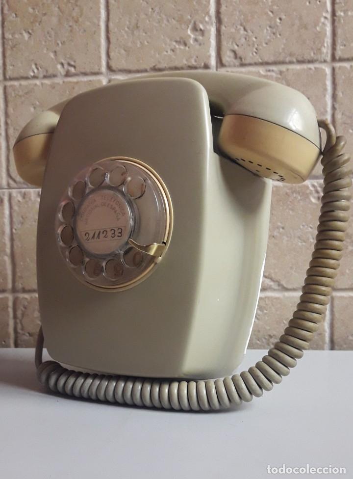 TELÉFONO DE PARED MODELO HERALDO AÑOS 70. NÚMEROS DORADOS. (Vintage - Decoración - Varios)