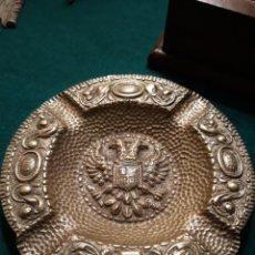 Vintage: CENICERO FRANCO FALANGE ÁGUILA IMPERIAL REYES CATÓLICOS ESPAÑA UNA GRANDE Y LIBRE BRONCE MACIZO. Lote 183342362