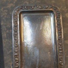 Vintage: BANDEJA EN METAL PLATEADO. 26 X 40. Lote 184980641