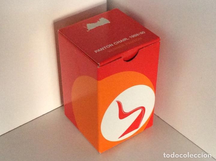 Vintage: ENVIO 8€. Silla PANTON miniatura color mandarina descatalogada de VITRA de 14.5cm en caja original - Foto 2 - 191169275
