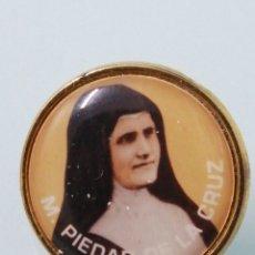 Vintage: BOTÓN/INSIGNIA DE LA BEATA MADRE PIEDAD DE LA CRUZ. CHAPADO ORO.. Lote 191454808