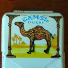Vintage: CAJITA METÁLICA PAPEL DE FUMAR CAMEL. Lote 297393033