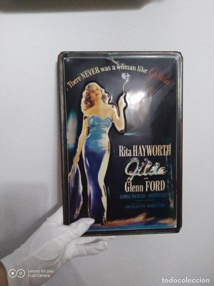 Vintage: Placa metálica Gilda. - Foto 2 - 194255048