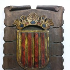 Vintage: HERMOSO ESCUDO DE CATALUNYA EN MADERA. MEDIDAS 36 X 26 CM. Lote 194273858