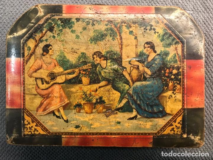 Vintage: MALETA ESCUELA NIÑA en madera, decoración Andaluza a la manera de Julio Romero (h.1900?) - Foto 2 - 194347796
