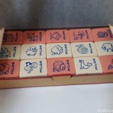 Vintage: ANTIGUA CAJA CON 45 GOMAS DE BORRAR MILAN N° 445 ANIMALES. Lote 194542105