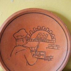 Vintage: HERMOSO PLATO DE PANADERO. ALFONSO. EN CERÁMICA. MEDIDAS DIÁMETRO 19 CM . . Lote 194566103