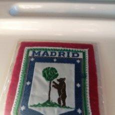 Vintage: ESCUDO DE MADRID. ANTIGUO. COMO NUEVO EN CELOFÁN. CIRCA 1965.. Lote 195025431