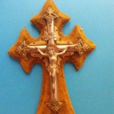 Vintage: ARTICULO RELIGIOSO. CRISTO EN LA CRUZ. METAL Y MADERA. MEDIDAS 24*15 CM. Lote 195098408