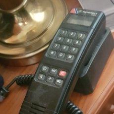 Vintage: ANTIGUO TELÉFONO MÓVIL DE COCHE MOTOROLA. Lote 195148815
