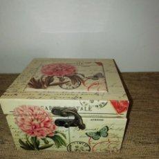 Vintage: CAJA RELOJ MADERA ENTELADA Y METAL CARTE POSTALE. Lote 195204025