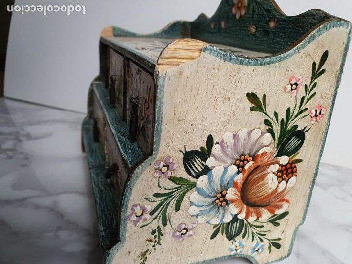 Vintage: PRECIOSA COMODA RÚSTICA EN MINIATURA DE 5 CAJONES. AÑOS 70 - Foto 10 - 195336048