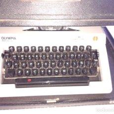 Vintage: MÁQUINA DE ESCRIBIR OLYMPIA REGINA DE LUXE CON MALETÍN. Lote 195367712