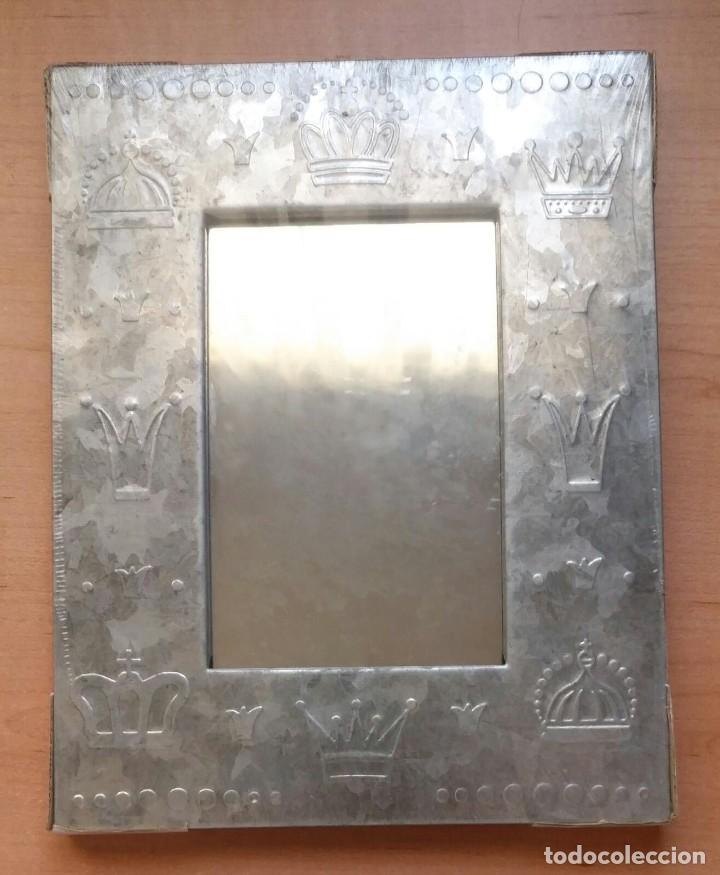 Vintage: Pequeño espejo para colgar con marco estaño - Precintado - 24cm x 18cm x 1.50cm - Por estrenar - Foto 2 - 207574463