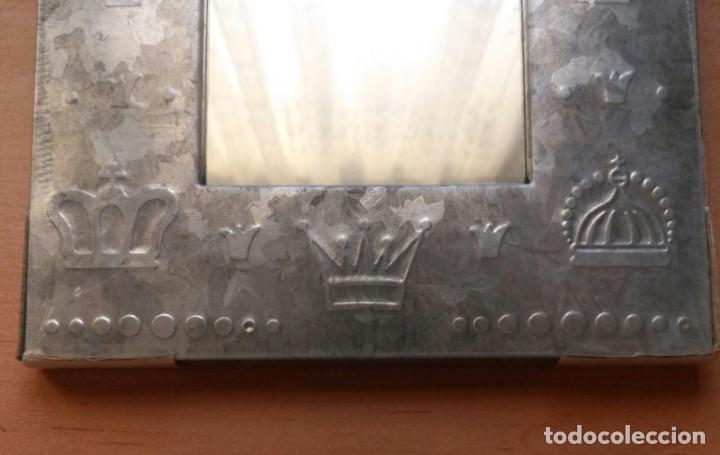 Vintage: Pequeño espejo para colgar con marco estaño - Precintado - 24cm x 18cm x 1.50cm - Por estrenar - Foto 5 - 207574463