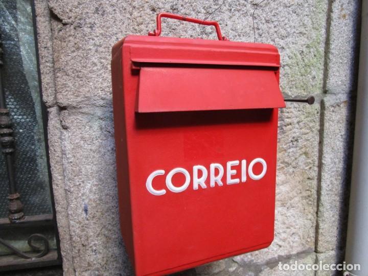 BUZON DE PORTUGAL AÑOS 50/60 'CORREIO', EN HIERRO, CERRADURA Y LLAVE, EXCELENTE CONSERVACION + INFO (Vintage - Varios)