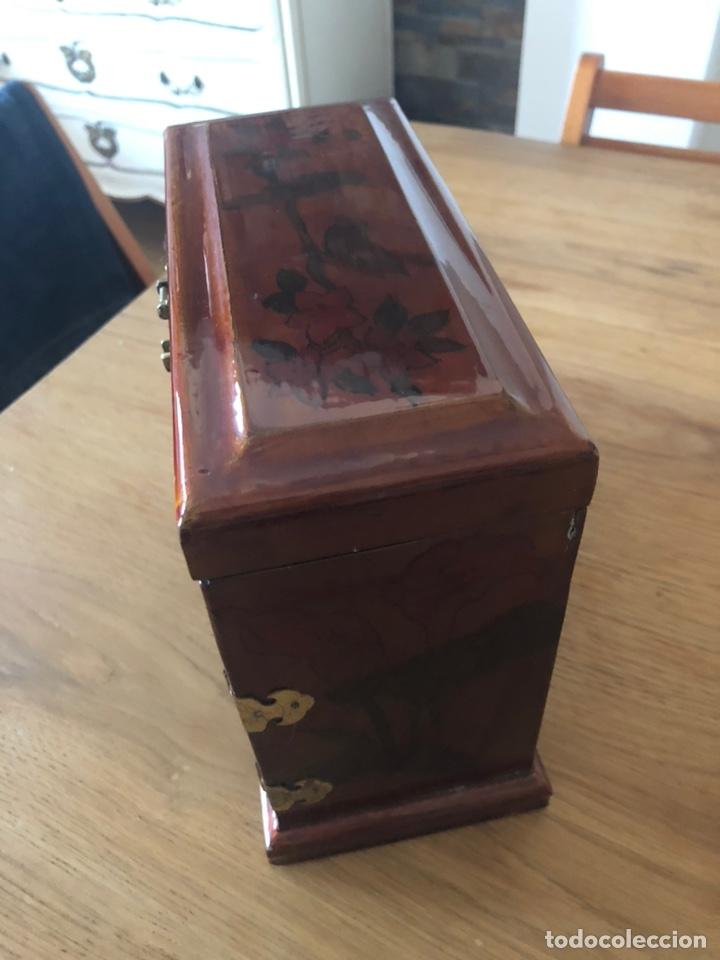 Vintage: Joyero antiguo esmaltado y pintado a mano. Medidas 22x19x10 - Foto 4 - 197349815
